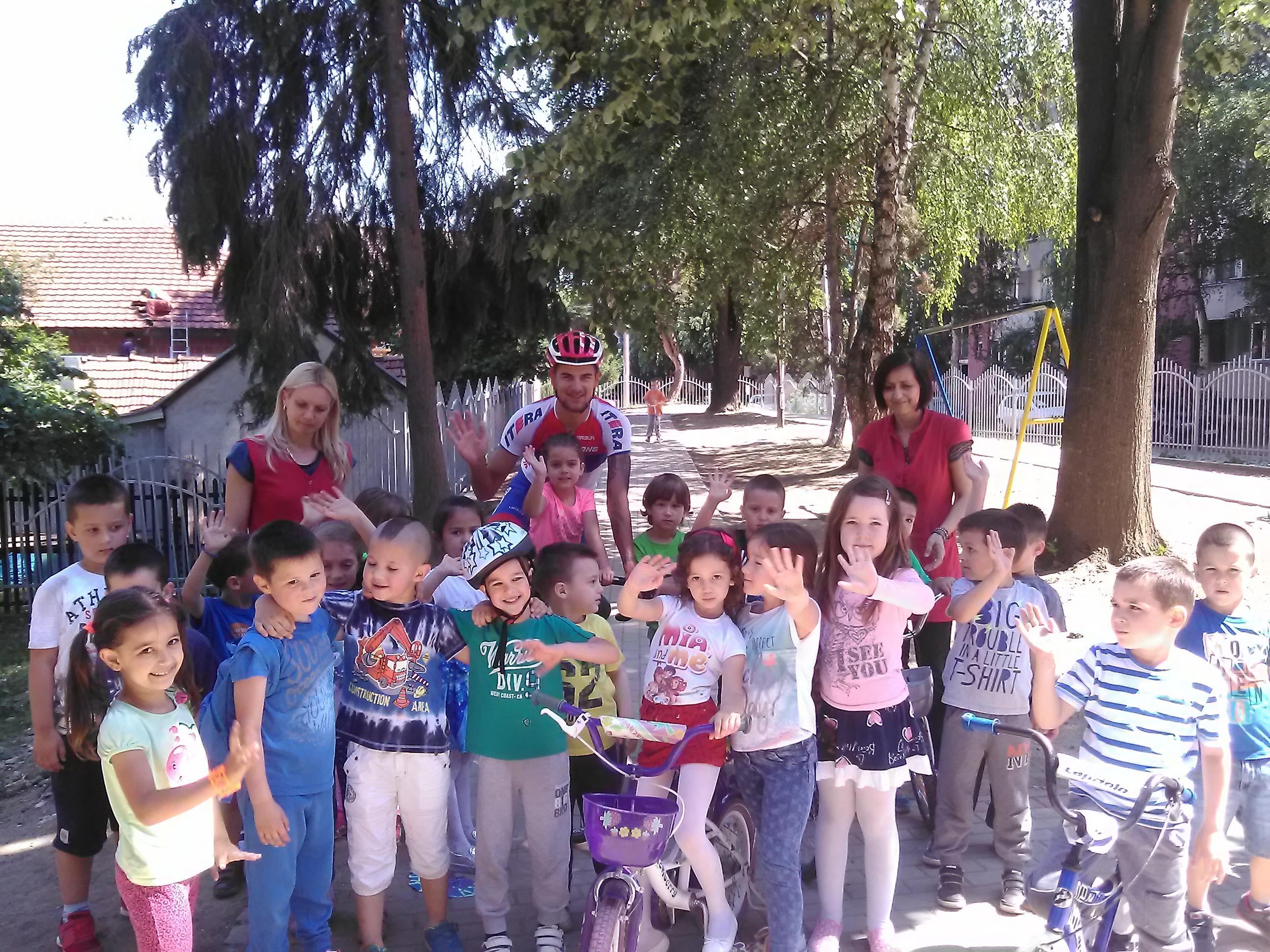Deca iz vrtića Mladost posetili BK Borac iz Čačka